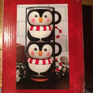 Penguin mug set.